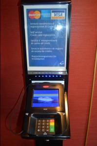 Automat gegenüber Rezeption , Durchgang Grand Bar Deck4 und nähe Casino
